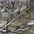 Krasnale Dworcowe - SIEDZĄCY NA WALIZCE ( zawartość walizki) - Dworzec Główny, ul. Piłsudskiego 105 #Wrocław #Krasnale #DworzecGłówny #WrocławskieKrasnale