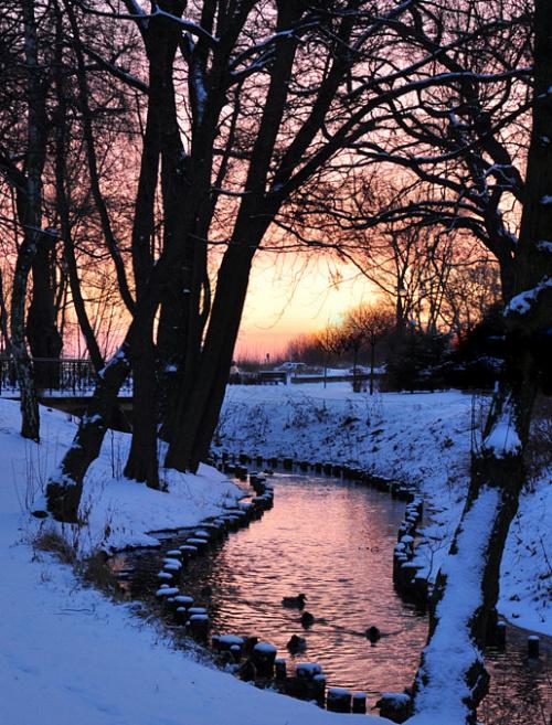 Wzdluż potoku na wschód słońca spieszę...