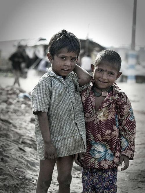 Mali mieszkańcy slamsów:(