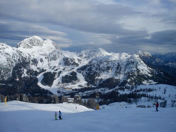 Widok z tarasu baru Lockstanalm przy krzesełku Trogl - trasa 40 #Alpy #Austria #Narty #Nassfeld
